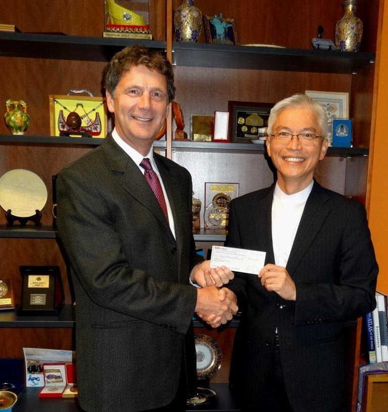 Director General Joseph C.F. Chow, Taipei Economic and Cultural Office with APG Executive Secretary